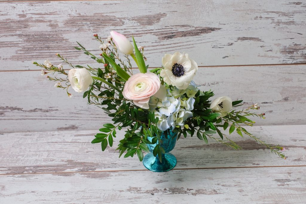 Five tips for sending flowers on a budget